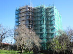 Obras de las viviendas en Bermeo, en el barrio de San Miguel, en febrero pasado, cuando se ordenó la paralización.