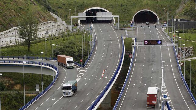 Imagen de la Supersur, la autovía de pago de Bilbao por la que se construyó la hormigonera.