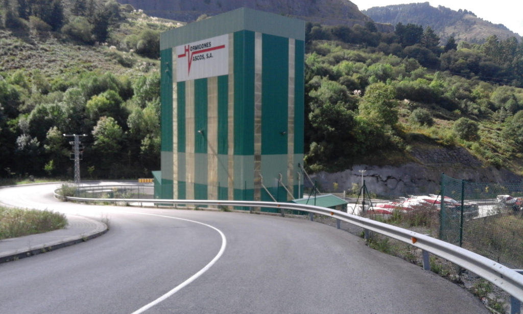 La fábrica de Hormigones Vascos en Bilbao que se tiene que demoler.