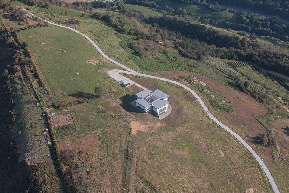 Vista aérea del casopolón construido entre Zarautz y Orio.