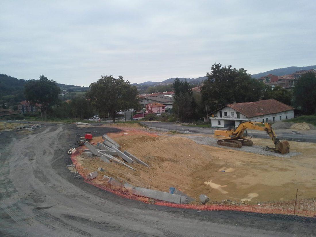 Imagen de las obras del proyecto urbanístico de Larabizker, en Mungia.